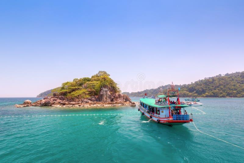 Touristen sind genießen, bei Koh Yak Yai unter Wasser zu schnorcheln (Insel stockfoto