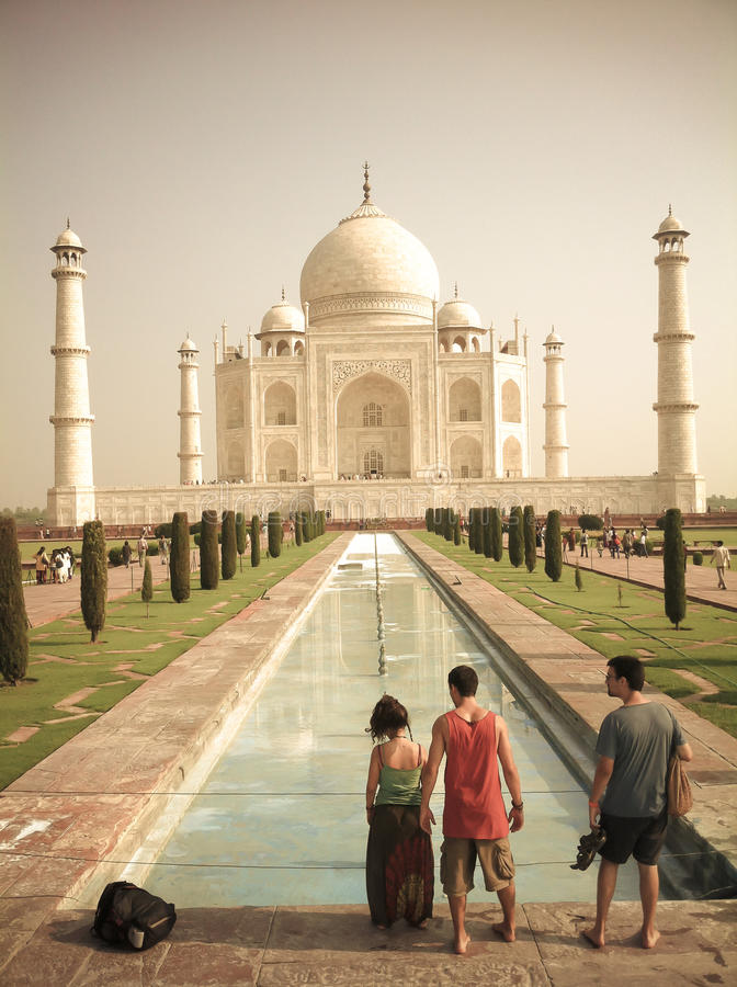 Touristen in Taj Mahal - Agra lizenzfreie stockfotografie