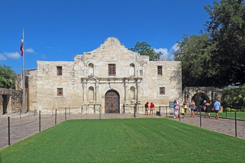 Touristes à Alamo à San Antonio, le Texas image libre de droits