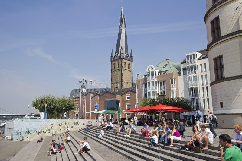 Touristes à Dusseldorf image libre de droits