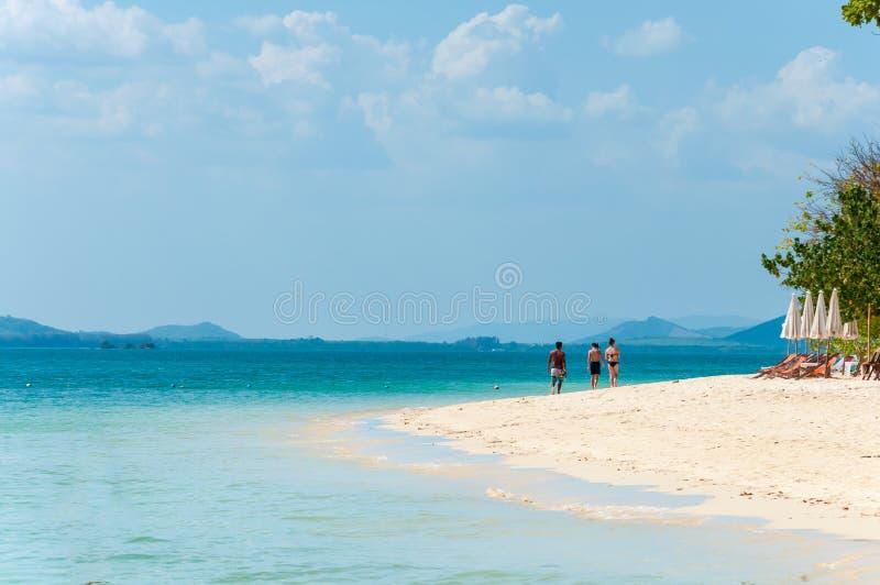 Touristes à l'île Rang Yai, Phuket, Thaïlande images stock