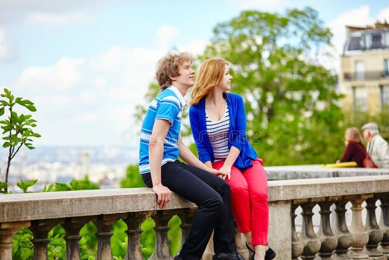 Touristes à Paris, sur la colline de Montmartre photographie stock libre de droits