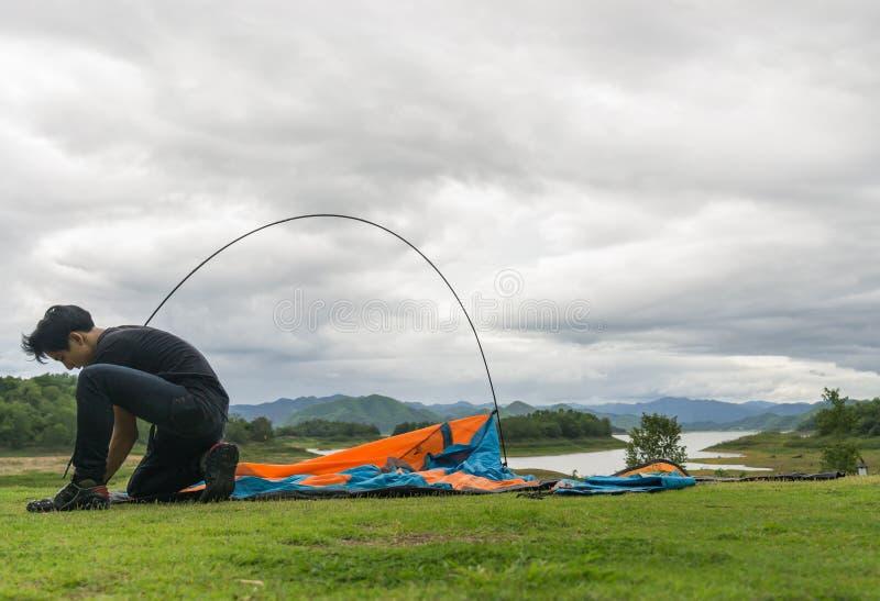 Touristes actuellement dans le secteur de camping photographie stock