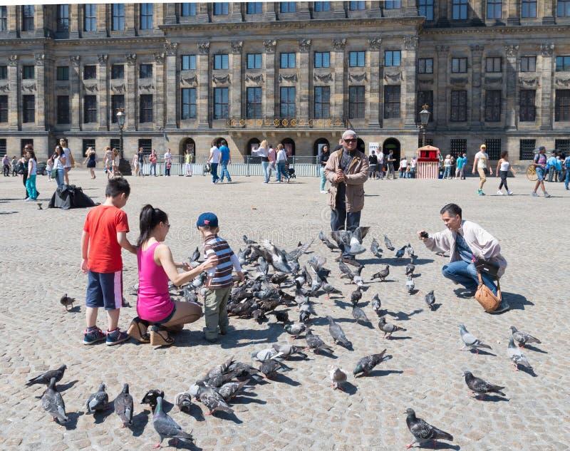 Touristes asiatiques à Amsterdam photos libres de droits