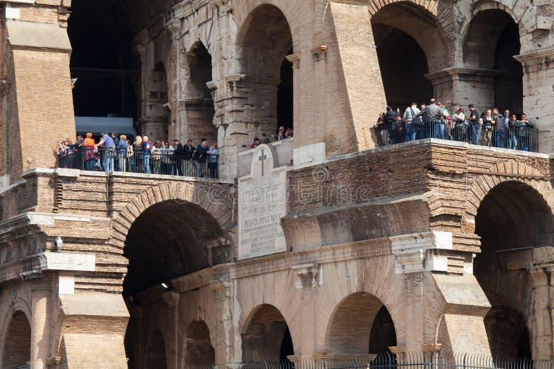 Touristes au Colisé l'Italie Rome image stock