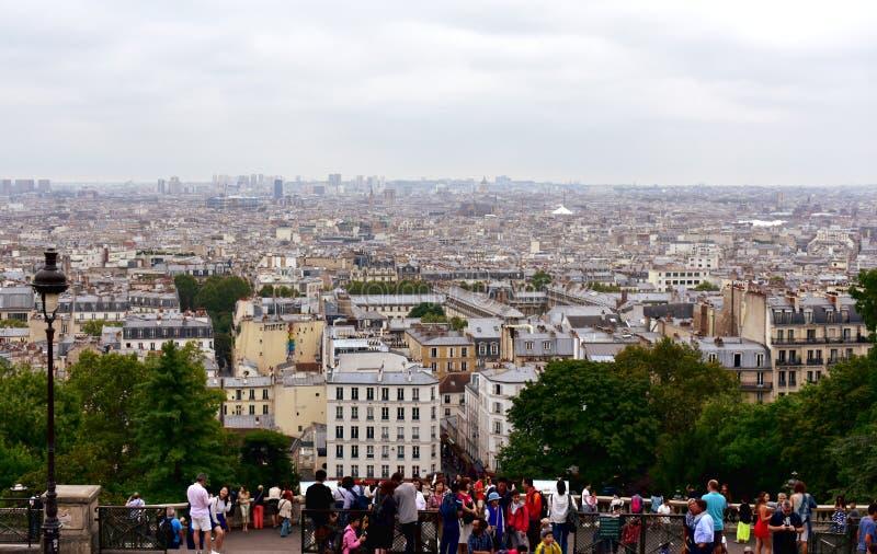 Touristes au point de vue de Sacre Coeur, Montmartre Paris, France, le 14 août 2018 photo stock
