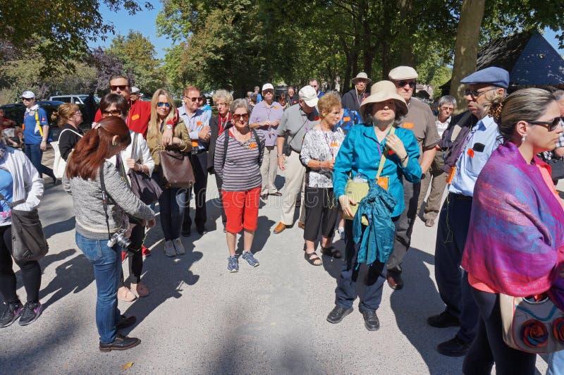 Touristes aux au sol de château de Chenonceau photos stock