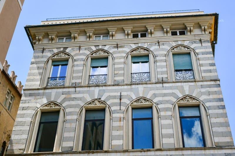 touristes chez Piazza De Ferrari, Gênes, Italie image libre de droits