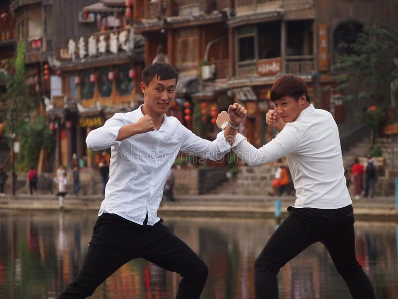 Touristes chinois Kung Fu Pose image stock