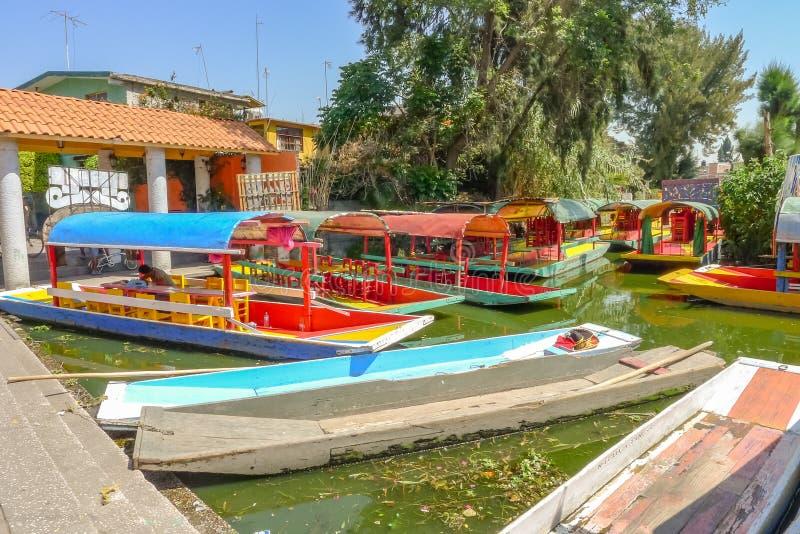 Touristes de attente sur la lagune de Xochimilco photographie stock libre de droits