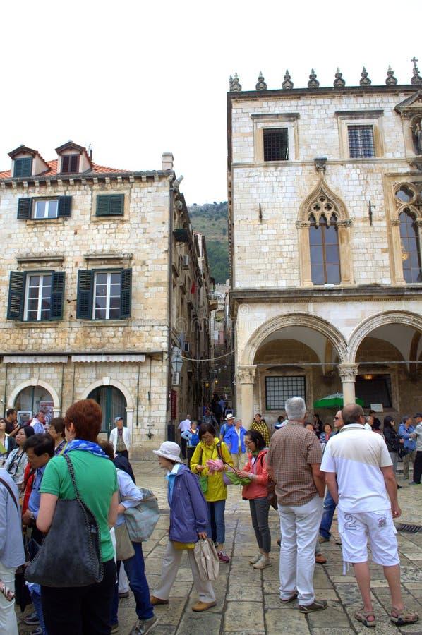 Touristes de ville de Dubrovnik photo libre de droits