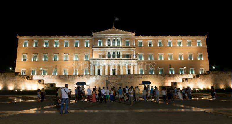 Touristes devant la place d'Athènes Parlianment photos libres de droits