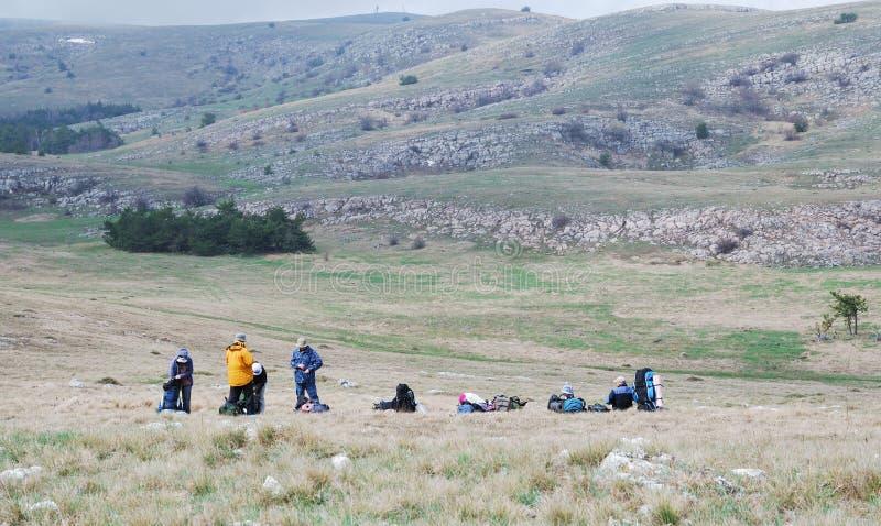 Touristes effectuant un arrêt sur le plateau. photos stock