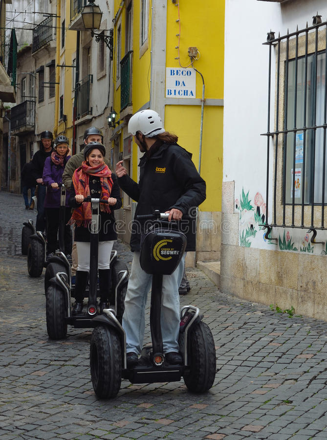 Touristes en tournée guidée de Segway photos stock