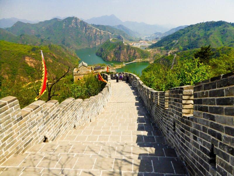 Touristes escaladant la Grande Muraille de Huanghuacheng photo libre de droits