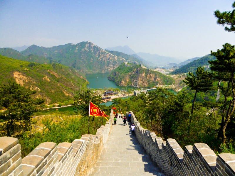 Touristes escaladant la Grande Muraille de Huanghuacheng photos libres de droits