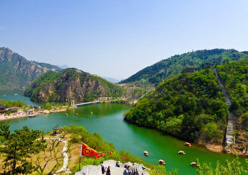 Touristes escaladant la Grande Muraille de Huanghuacheng photos stock