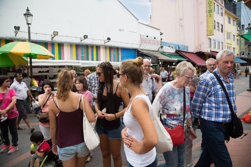 Touristes européens dans peu d'Inde à Singapour image libre de droits