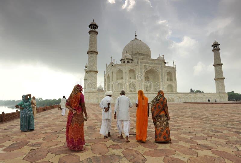 Touristes indiens dans Taj Mahal image libre de droits