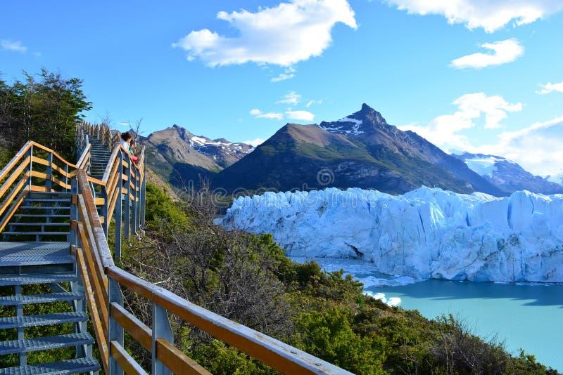 Download Touristes Non Identifiés Au Glacier De Perito Moreno En EL Calafate, Argentine Photo stock éditorial - Image du aventure, voyage: 87703298