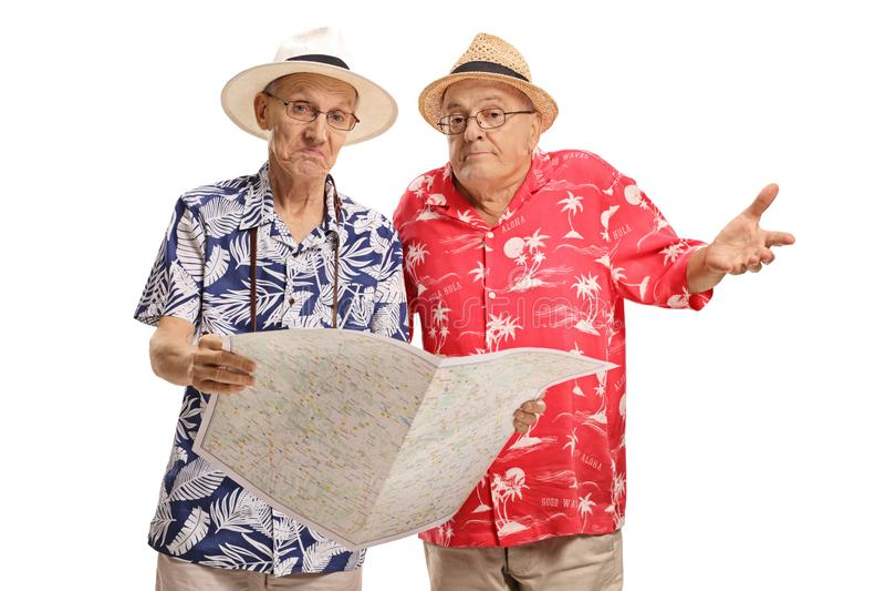 Touristes pluss âgé perdus avec une carte photo stock