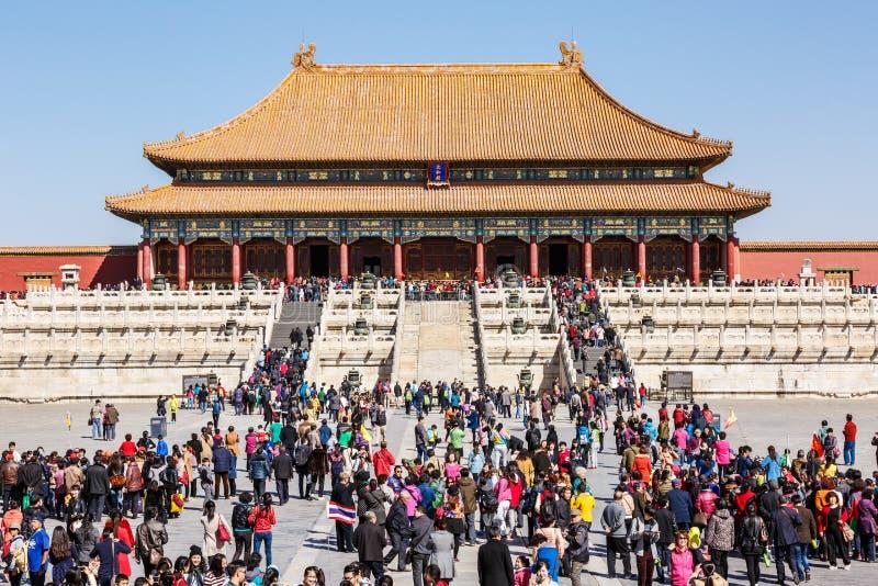 Touristes pour visiter Pékin le Cité interdite en Chine image libre de droits