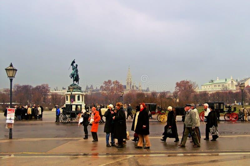 Touristes près au palais de Schonbrunn photos stock