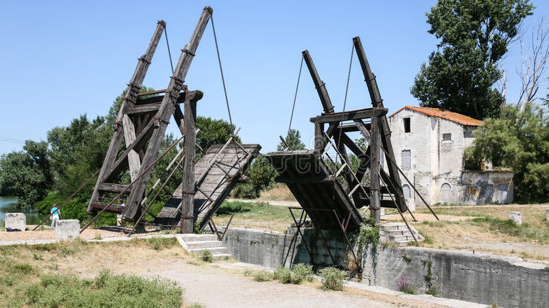 Touristes près de Pont Van Gogh dans Arles images stock