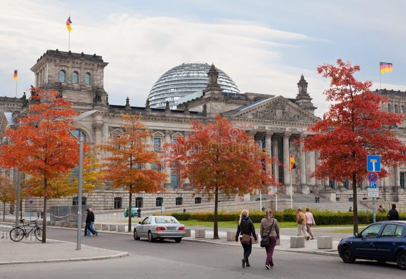 Touristes près de Reichstag images libres de droits