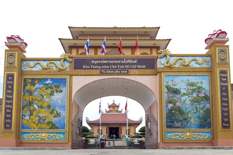 Touristes rendant visite au Président Ho Chi Minh Memorial Complex dans le village Thaïlandais-vietnamien d'amitié à Na Chok, Nak images stock