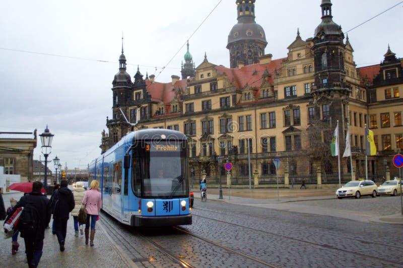 Touristes sur la rue de Dresde photo libre de droits