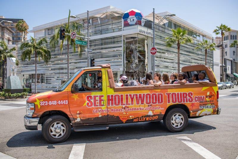 Touristes sur le bus touristique/fourgon dans Rodeo Drive photo libre de droits