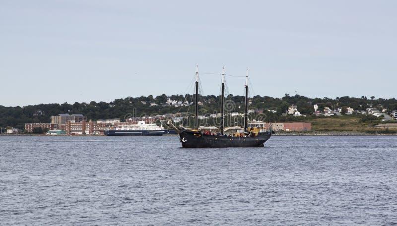 Touristes sur le schooner mâté par trois noirs photos libres de droits