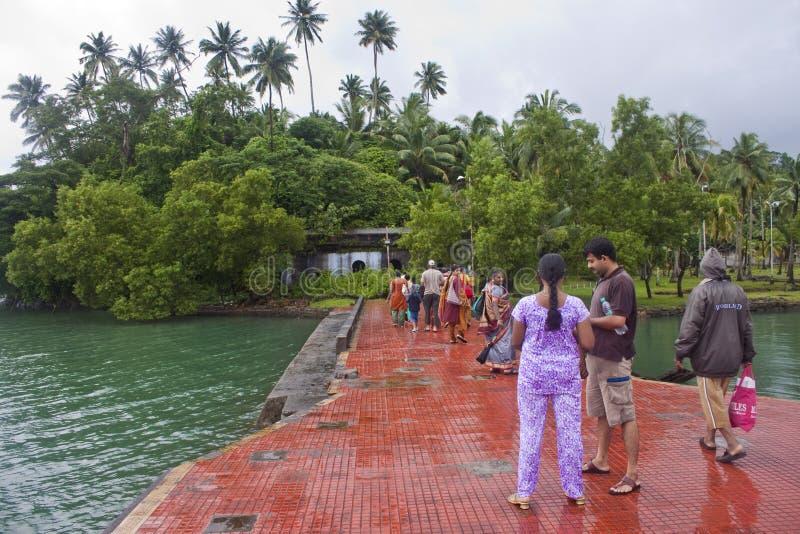 Touristes sur un pilier image stock