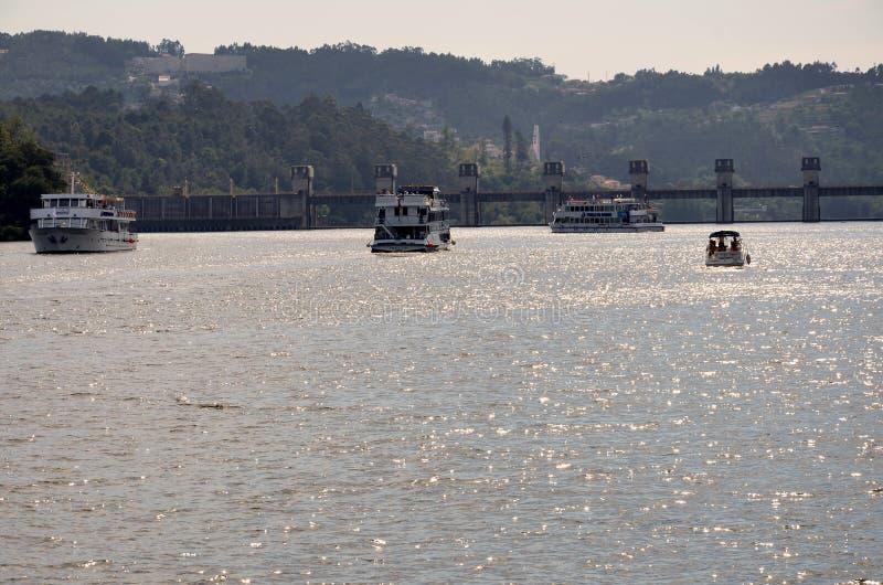 Touristic шлюпки на реке Дуэро стоковое изображение