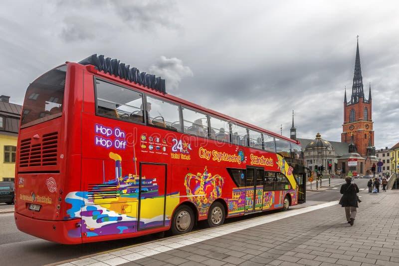 Touristic buss i Stockholm, Sverige royaltyfria foton
