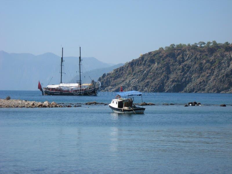 Touristic yacht nära Phaselis, Antalya region, Turkiet arkivbilder