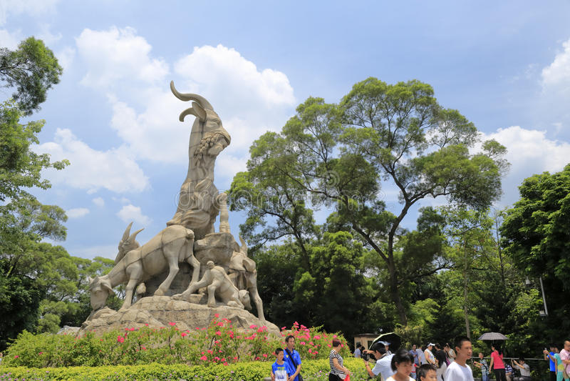 Touristische Besuch wuyang Steinmetzarbeit in yuexiu Park lizenzfreies stockfoto