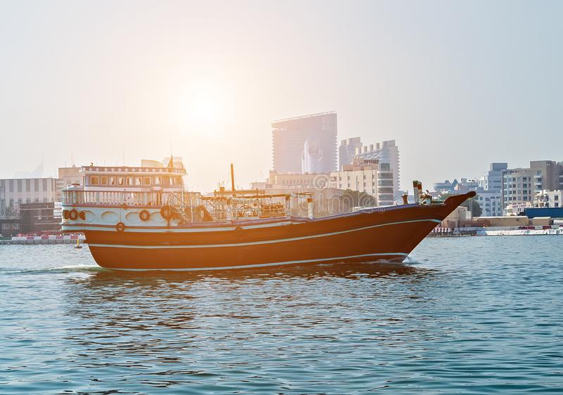 Touristische Boote abra auf Kanal alte Stadt Dubais, UAE lizenzfreie stockbilder