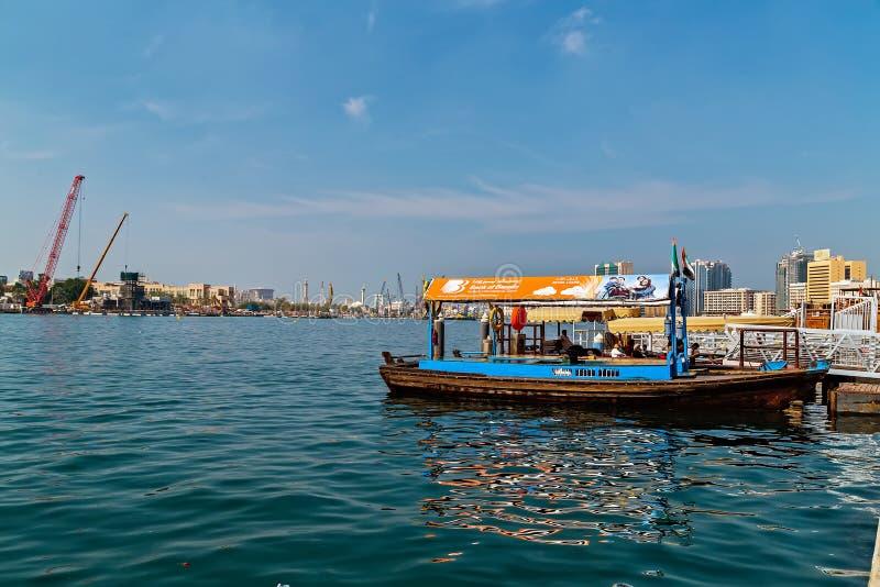 Touristische Boote abra auf Kanal alte Stadt Dubais, UAE stockfotografie