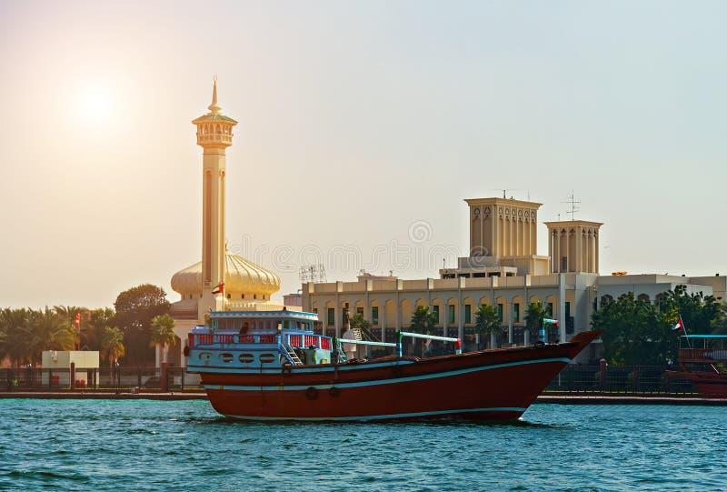 Touristische Boote abra auf Kanal alte Stadt Dubais, UAE stockfotos