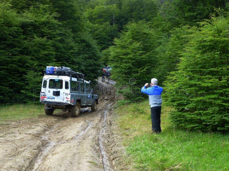 Touristische Fotografien ein Jeep auf einer unwegsamen Straße, Tierra del Fuego, Argentinien lizenzfreie stockbilder