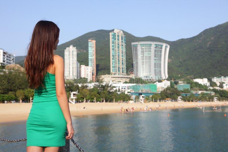 Touristische Frau Hong Kongs am Repulse-Buchtstrand stockbilder