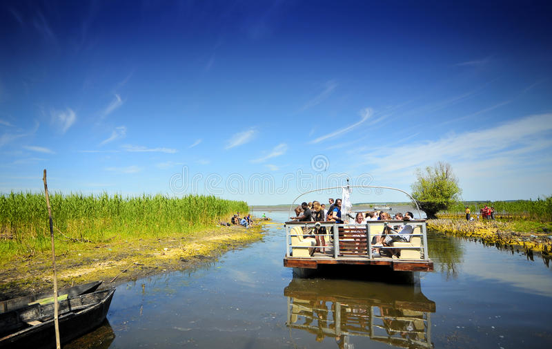 Touristische Gruppe im Donau-Dreieck stockfoto