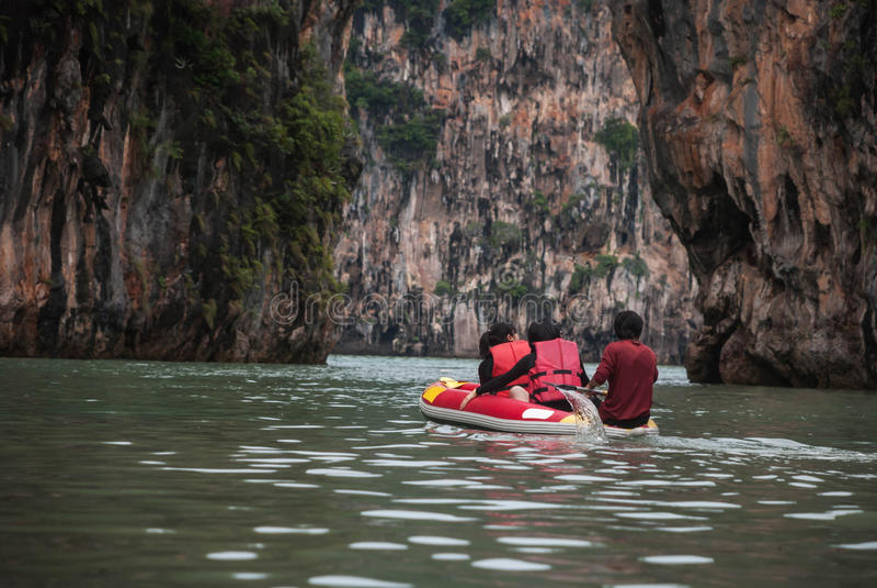 Touristische Kanus in Phuket lizenzfreie stockfotografie