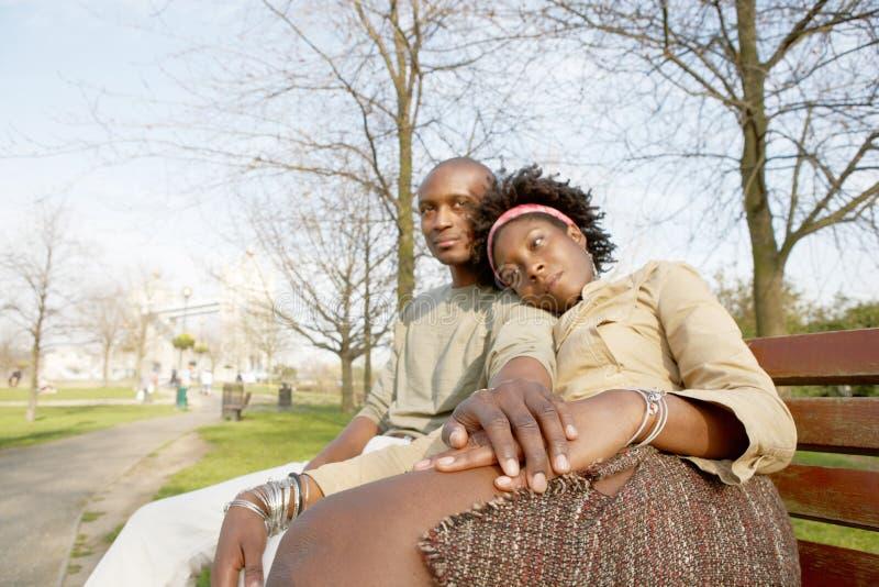 Touristische Paare in London-Porträt. lizenzfreies stockbild