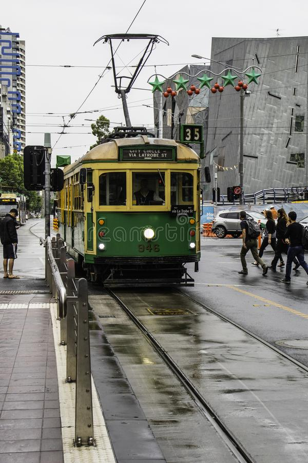 Touristische Tram 35 in Melbourne in Australien stockfotos