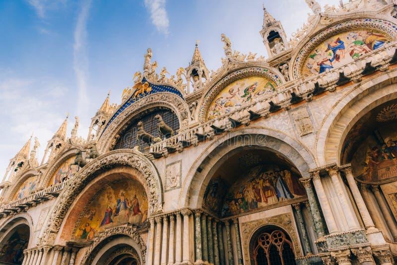 Touristische Wege des alten Venedigs lizenzfreie stockbilder