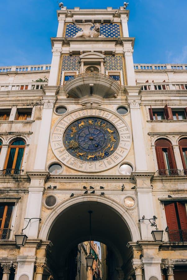 Touristische Wege des alten Venedigs lizenzfreie stockfotografie