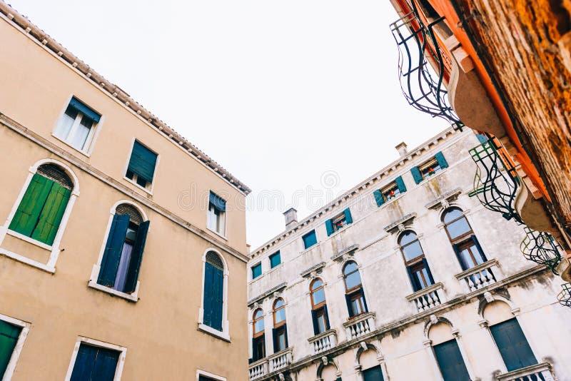 Touristische Wege des alten Venedigs lizenzfreie stockfotos